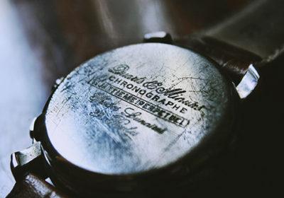 Huutokauppa korujen ja kellojen markkinapaikkana